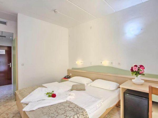 Room 1 1 Standard Park wood side 33671440 3671441