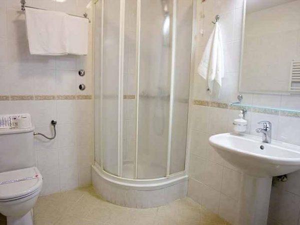Room 1 1 Standard Parking road view 12286695 2286697