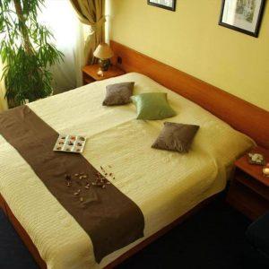 Room 1 21 Classic Park wood side 8090685 90689