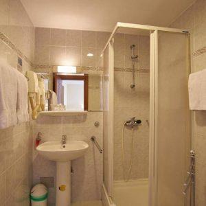 Room 1 21 Standard 47603974 7603981