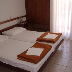 Room 1 21 Standard Park wood side 4615732 615734