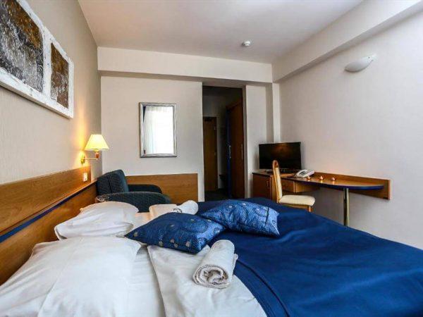 Room 1 21 Standard Park wood view 30888952 888953