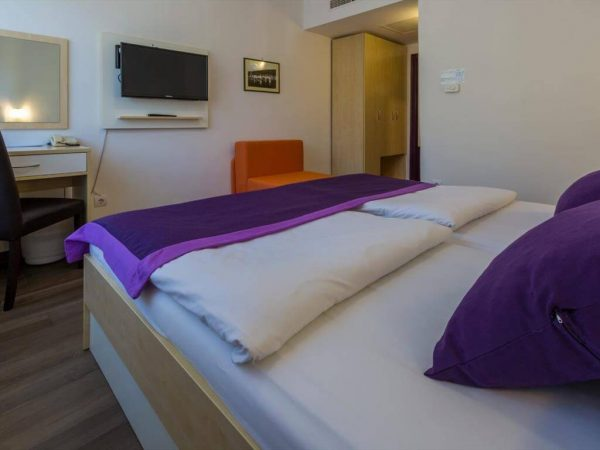 Room 1 21 Standard Park wood view standard5 9