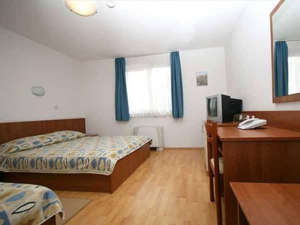 Room 1 22 Standard Parking road view dvokrevetna 21