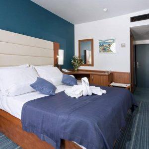 Room 1 2 Comfort Park wood view 96440315 6440316