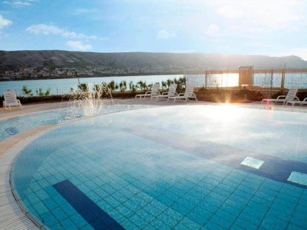 outdoor pool 420